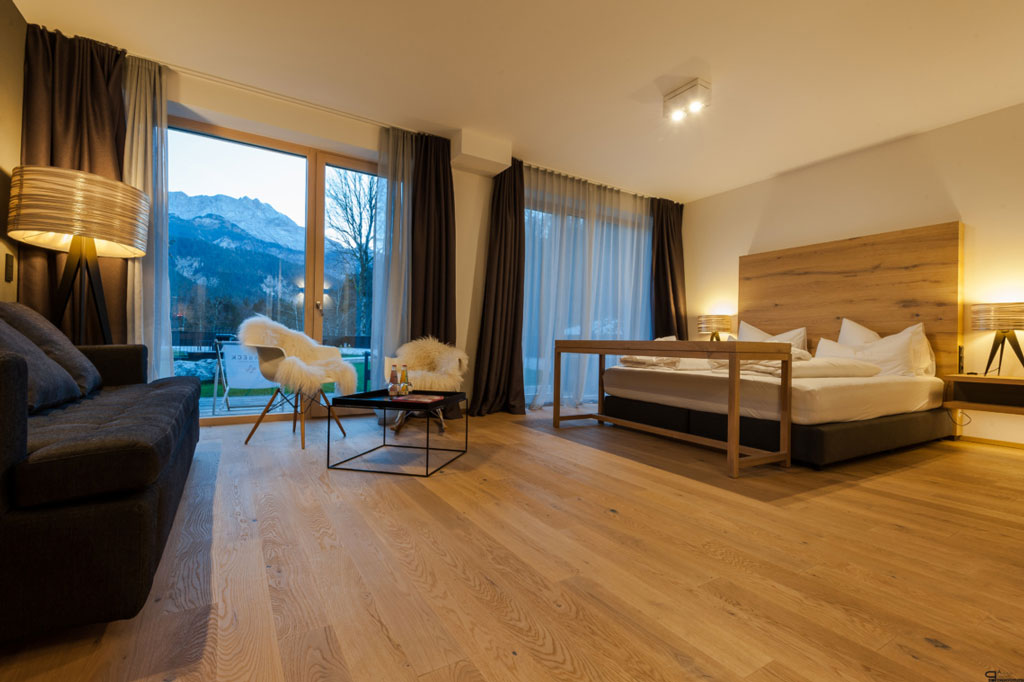 Junior suite panoramablick zur sonnenseite mit balkon for Designhotel garmisch